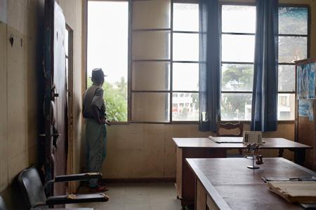 Bureaux administratifs, Antsiranana, Madagascar, 2007 - © Guy Tillim